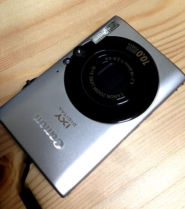 なくしたと思っていた旧いデジカメ(Canon IXY25is)がでてきた。